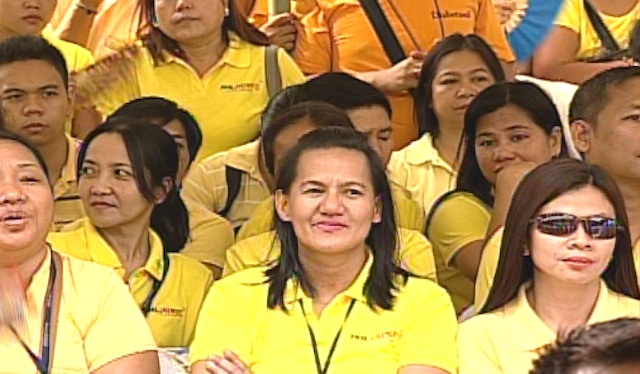 DONNED IN YELLOW. Supporters of the Liberal Party attended the Independence Day celebration with President Benigno Aquino III. Screenshot from Rappler's livestream