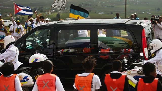 COMING HOME. People cheer as the hearse carrying the coffin of South African former president Nelson Mandela passes by on December 14, 2013 on his way to his homeland in Qunu where he will be buried. AFP / Gianluigi Guercia