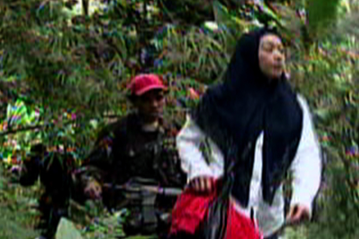 KIDNAPPED. ABS-CBN's Ces Oreu00f1a-Drilon, June 2008, Sulu. (Video shot clandestinely by cameraman Jimmy Encarnacion)