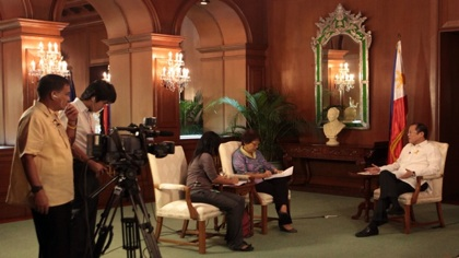 ALL SET. Journalists Marites Vitug and Purple Romero prepare to interview the President on June 1, 2012 in the Palace. Malacau00f1ang photo