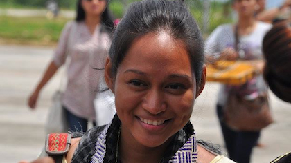 Indie film actress, Mercedes Cabral gets a warm welcome upon arriving in Tawi-Tawi. (Photo from Vice-Gov Ruby Sahali)