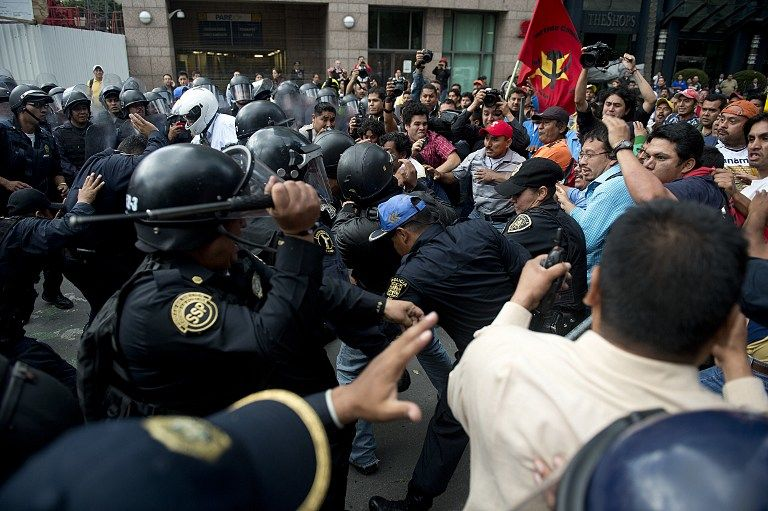 RALLY VIOLENCE. Riot policemen clash with teachers during a protest against the educational reform proposed by President Enrique Pena Nieto, along Reforma avenue in Mexico City on September 11, 2013. AFP/ Yuri Cortez