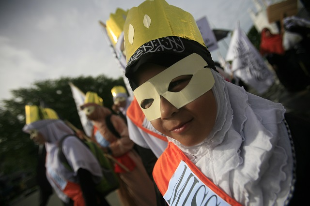 PROTEST. A rallier against Miss World in Banda Aceh. Photo by Hotli Simanjuntak/EPA
