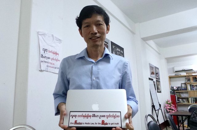 ONLINE CRUSADE. Burmese journalist Myint Kyaw and his Myanmar Journalist Network took their campaign against a controversial media bill to Facebook. Photo by Rappler/Ayee Macaraig, 2013 SEAPA Fellow