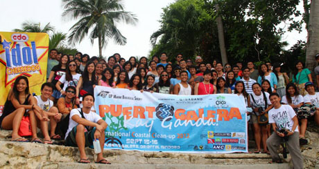 UP MBS members, alumni and guests struck a pose right before they left the island. Photo by Patrick Ostrea