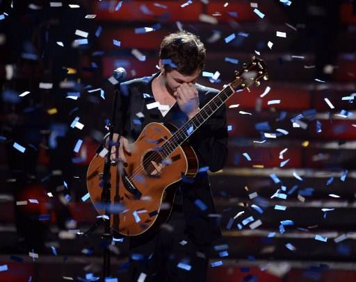 WINNER. Phillip Phillips performs onstage during Fox's u0022American Idol 2012u0022 results show at Nokia Theatre L.A. (Photo from AFP)