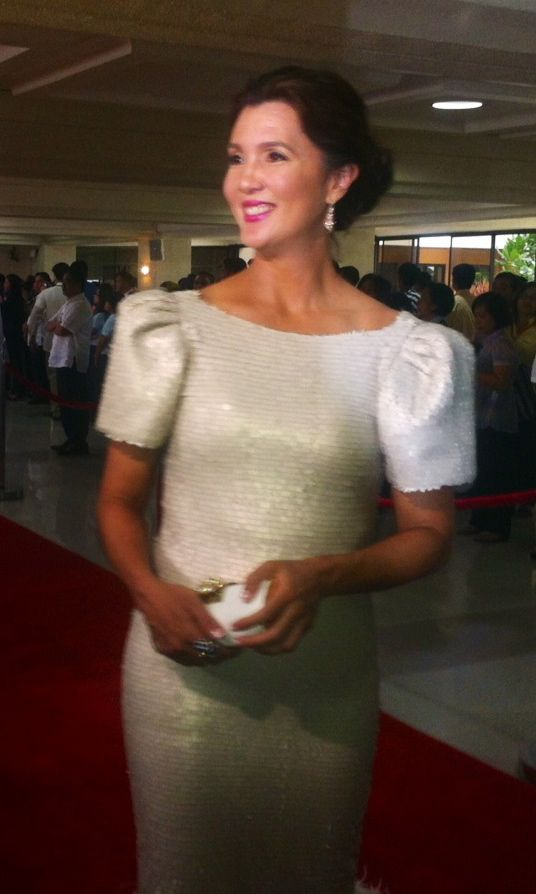 SEN. PIA CAYETANO wore a 1920s-inspired, champagne Filipiniana. It was modernized with embelishments like feathers on layered tulle. Photo by Voltaire Tupaz