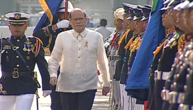LEADER. President Benigno Aquino III walks past members of the armed forces during the 115th Independence Day celebration. Screenshot from Rappler's livestream