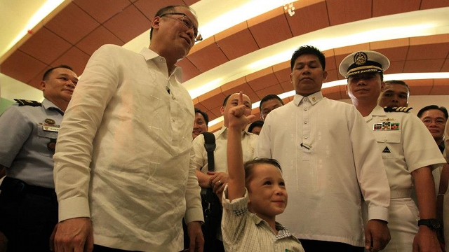 President Aquino with TJ Brumbach. Photo by Malacau00f1ang Photo Bureau