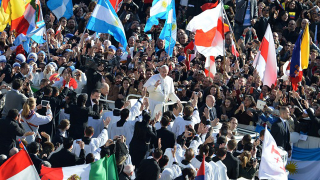 SECURITY NIGHTMARE? Pope Francis rides an open-air popemobile. Photo from AFP