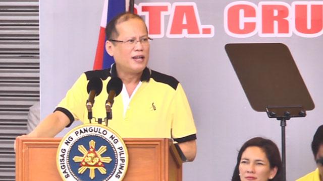 HEAT IS ON. President Benigno Aquino III in a campaign sortie in Laguna. Photo by Rappler/Franz Lopez