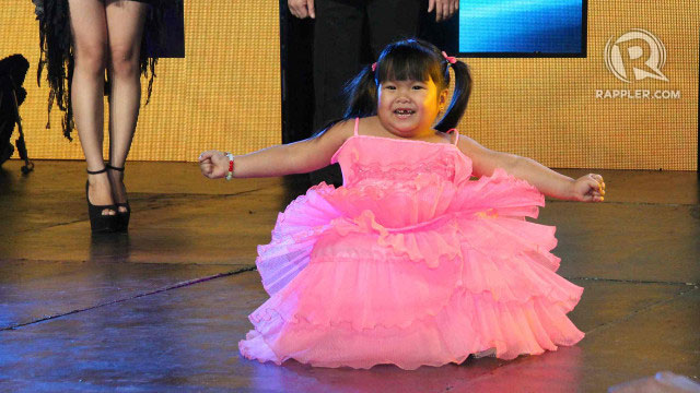 CUTE FACTOR. Child wonder Ryzza Mae Dizon gets cheers from the crowd