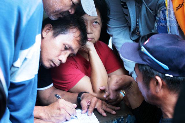 PROCESSING. Relatives of hostages register their names outside Camp Batalla, September 17, 2013. Photo by LeAnne Jazul/Rappler