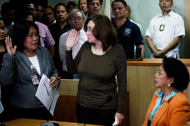 OATH. Ruby Tuason takes her oath at the Office of the Ombudsman on Friday, February 7. Rappler photo