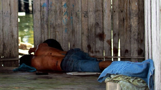 SEMPORNA BLOODBATH. A Sulu gunman who was shot dead, lies on the ground after a shootout with soldiers in Simunul village on March 4, 2013. AFP PHOTO
