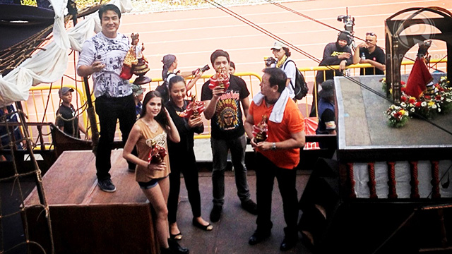 Bong Revilla and Rhian Ramos were on a float to promote the new GMA7 drama 'Indio'