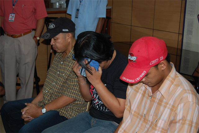 USUAL SUSPECTS. Melissa Reyes (middle) with two self-confessed rebels. File photo from Newsbreak