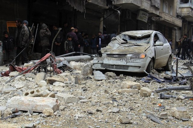 MORE VIOLENCE. Syrians look at the bomb damage allegedly caused by pro-government forces in a neighborhood held by rebel forces in the northern city of Aleppo on December 16, 2013. AFP / Mohammed al-Khatieb