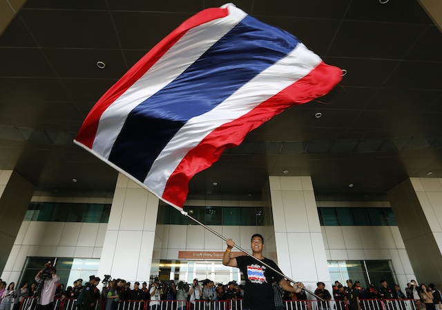 THAILAND IN CRISIS. An anti-government protester waves a Thai flag as Thais gather outside the Election Commission (EC) in Bangkok, Thailand, 17 December 2013. EPA/Narong Sangnak