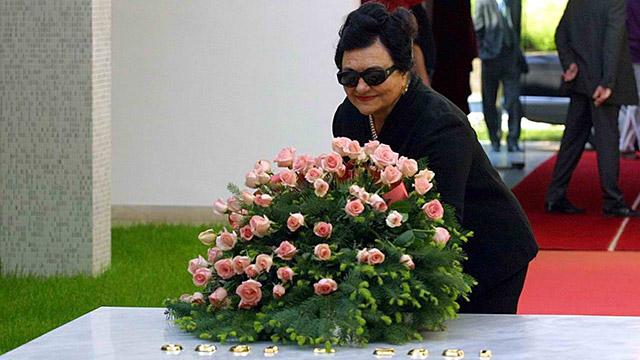 VISIT. Jovanka Broz, widow of former Yugoslav leader Josip Broz Tito, visits her husband's grave during Tito's 20th death anniversary on May 4, 2000. Srdjan Suki/EPA
