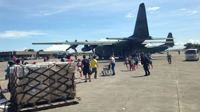 EVACUEES: Typhoon survivors arrive at the Villamor airbase. Photo by Carmela Fonbuena/Rappler