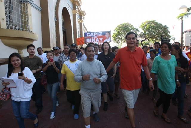 EARLIER VISIT. Vice President Binay visited Capiz with Zambales Rep Mitos Magsaysay in June 2012. The UNA sortie in Roxasu2019 home province this month was delayed to ensure Binay can attend the event. File photo from OVP Media