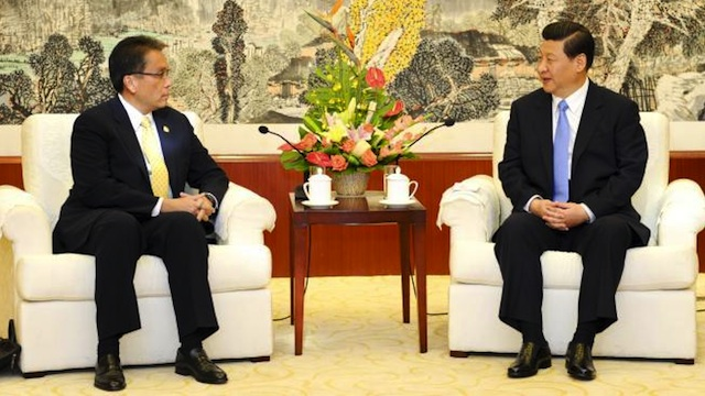 TENSION ANEW? DILG Secretary Mar Roxas met with Chinese Vice President Xi Jinping in September after President Hu Jintao snubbed Aquino at the APEC Summit in Russia. Photo courtesy of Xinhua/Xie Huanchi